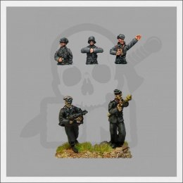 Medium panzer crew inc officer on foot 1:72